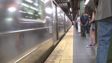 纽约男子惨遭F车撞死  布鲁克林多条地铁线路延误