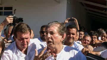 涉性侵300多名妇女 巴西灵疗师狼狈投案