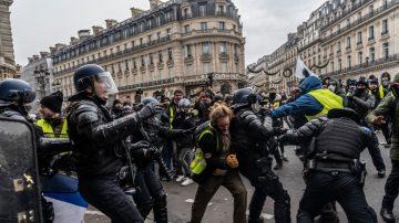 """法国""""黄背心""""人数骤减 诉求转向改变体制"""