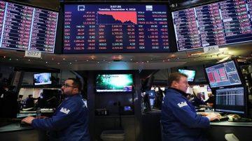 忧贸易战前景 美股暴跌近800点 苹果销量不振