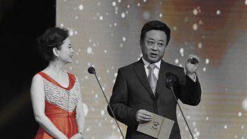 朱军性骚扰丑闻后 携妻现身颁奖典礼