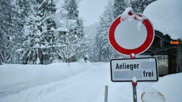 欧洲大雪持续 瑞士雪崩涌入旅馆
