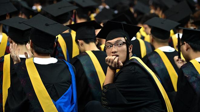 中国悲情跨年夜 200大学生未入职就被裁