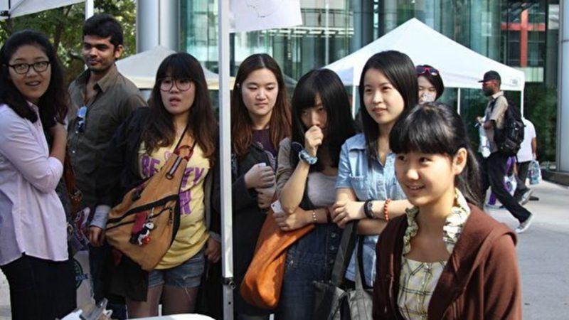 中国赴美学生陷两难 传北京曾急召高官子女回国