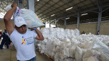 【微视频】似曾相识:马杜罗拦截美国援助