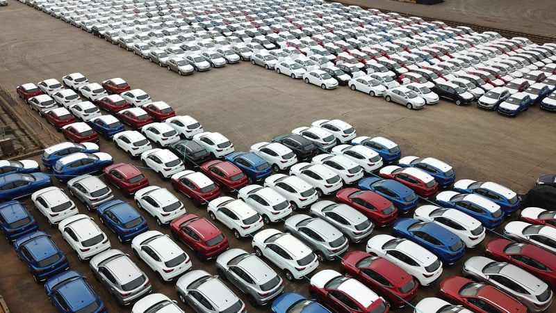 中国人买车贵在哪?被迫替党和政府各买一辆