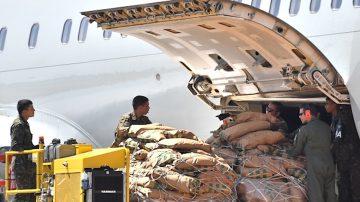 阻止人道救援 马杜罗宣布关闭委巴边境