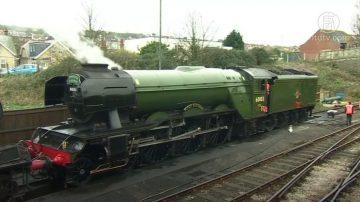 英国百年国宝级蒸汽火车 开启怀旧之旅