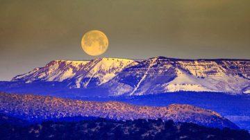 非神话? 月球原是一艘宇宙飞船 外壳已受损