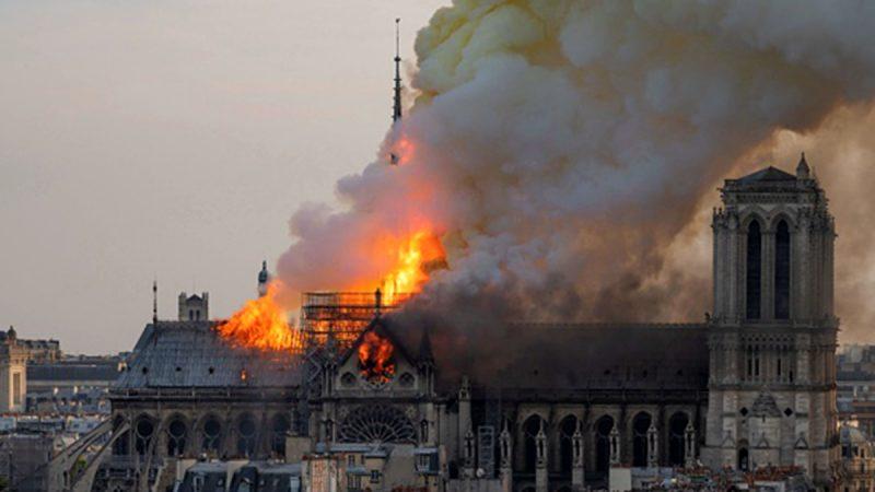 """《石涛聚焦》""""巴黎圣母院—今天傍晚被烧毁……难言因果"""""""